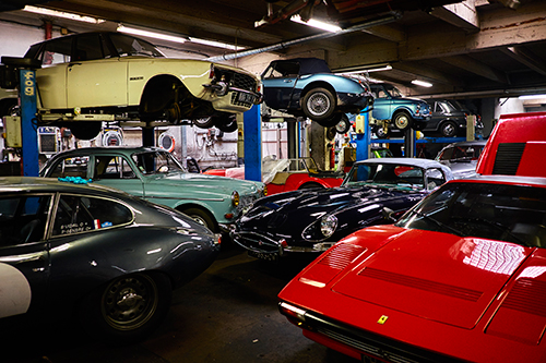 steelmotors garage automobile voitures anciennes anglaises cyrille yiern motoriste steel motors jaguar mini triumph porche alfa roméo ferrari lotus Austin healey jaguar mkii mg aston martin jaguar e type mini 1300 cooper steel motors home reparation automobile